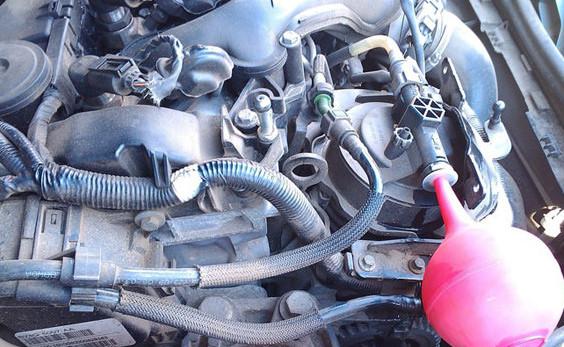 Замена регулятора давления топлива на Ford Kuga