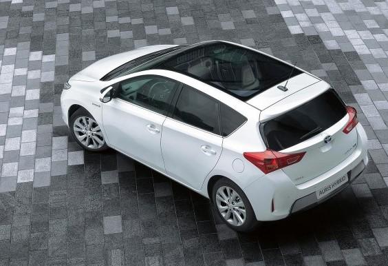 Обзор автомобиля Toyota Auris Hybrid